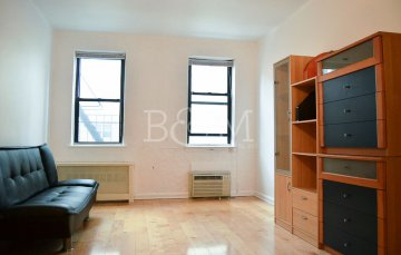Spacious Upper East Side Co-Op Studio Apartment for Rent - Harwood Floors